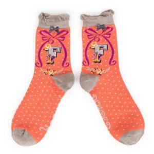 0506F0DB 3727 4511 A1BE 794041557633 300x300 - Powder Bamboo Alphabet Initial socks F